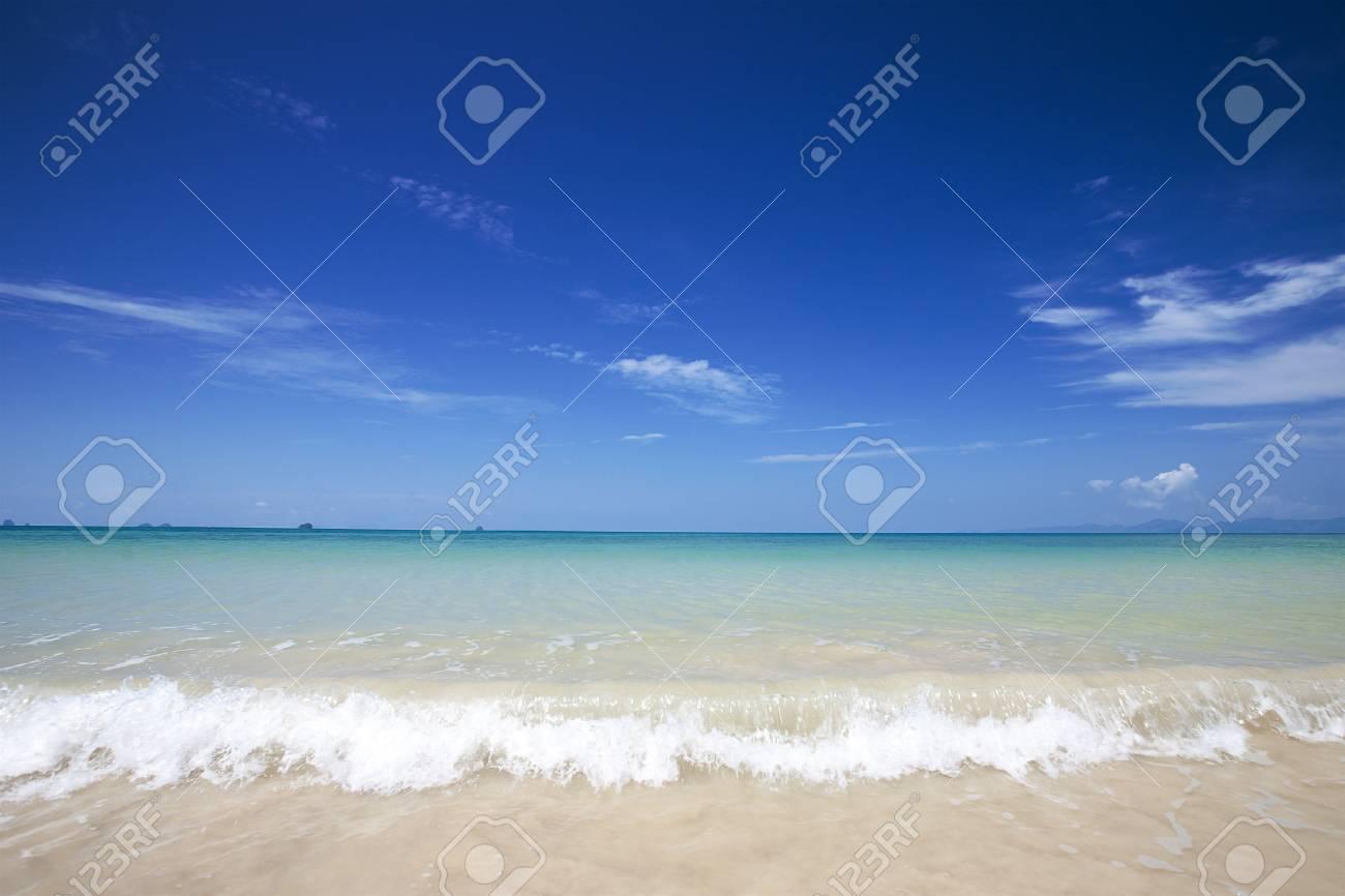 Beautiful beach with clear blue sky and beautiful blue sea Stock Photo - 7232669