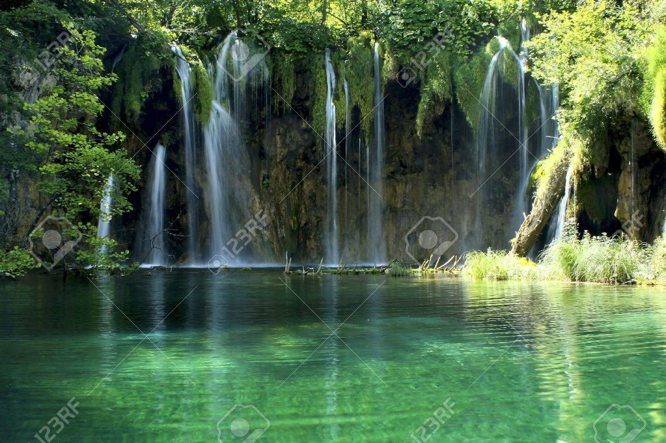 Waterfall in the Plitvice National Park , Croatia Stock Photo - 5307980