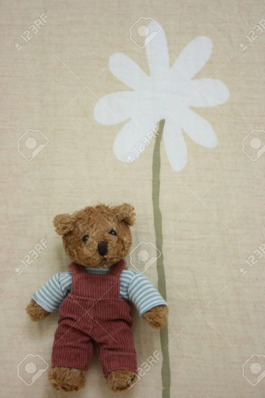 Toy bear holding flower Stock Photo - 2553927