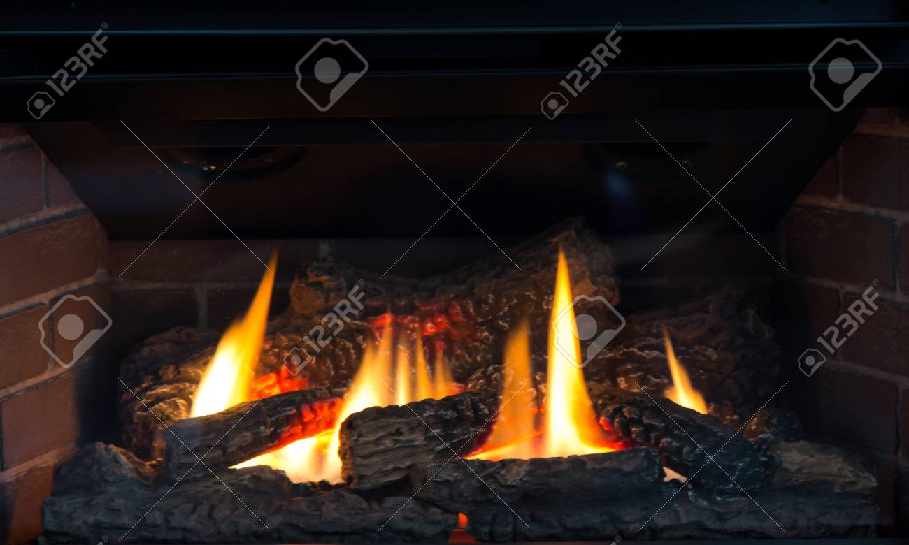 Fireplace with fire burning Stock Photo - 22643598