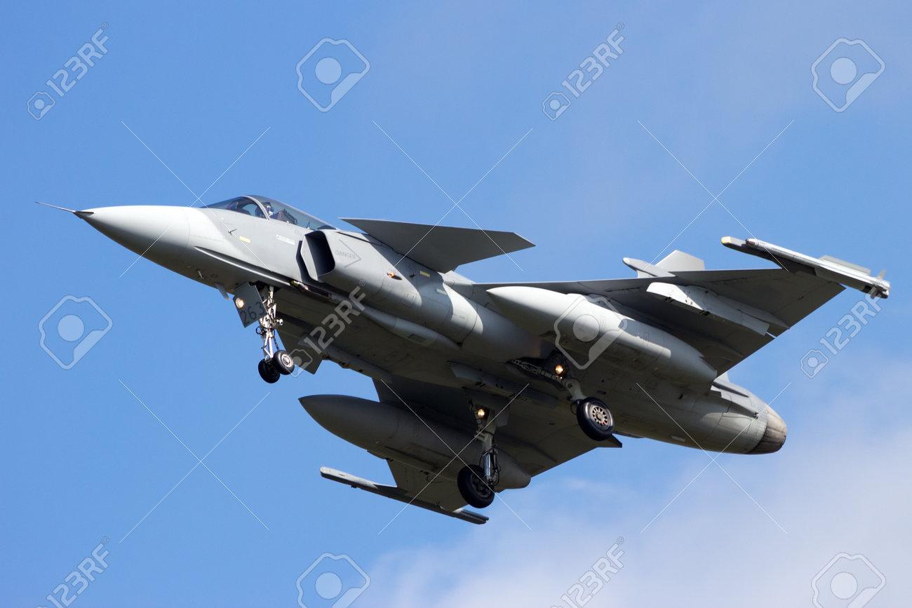 Gripen fighter jet landing - 29439977
