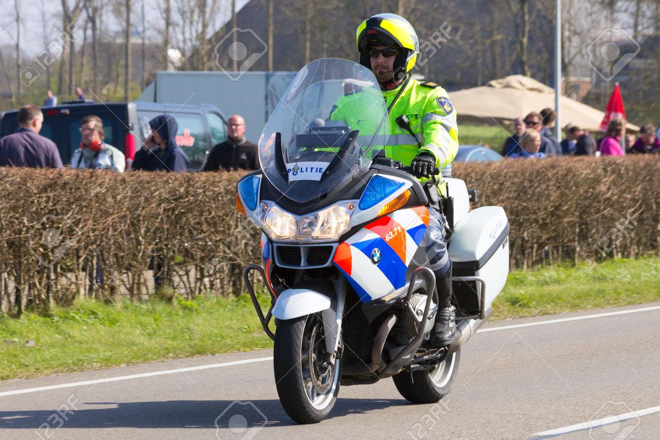 レーワールデン オランダ 2015 年 4 月 15 日 A オランダ語 Bmw R1200rt P 警察がパトロール中のバイクします T
