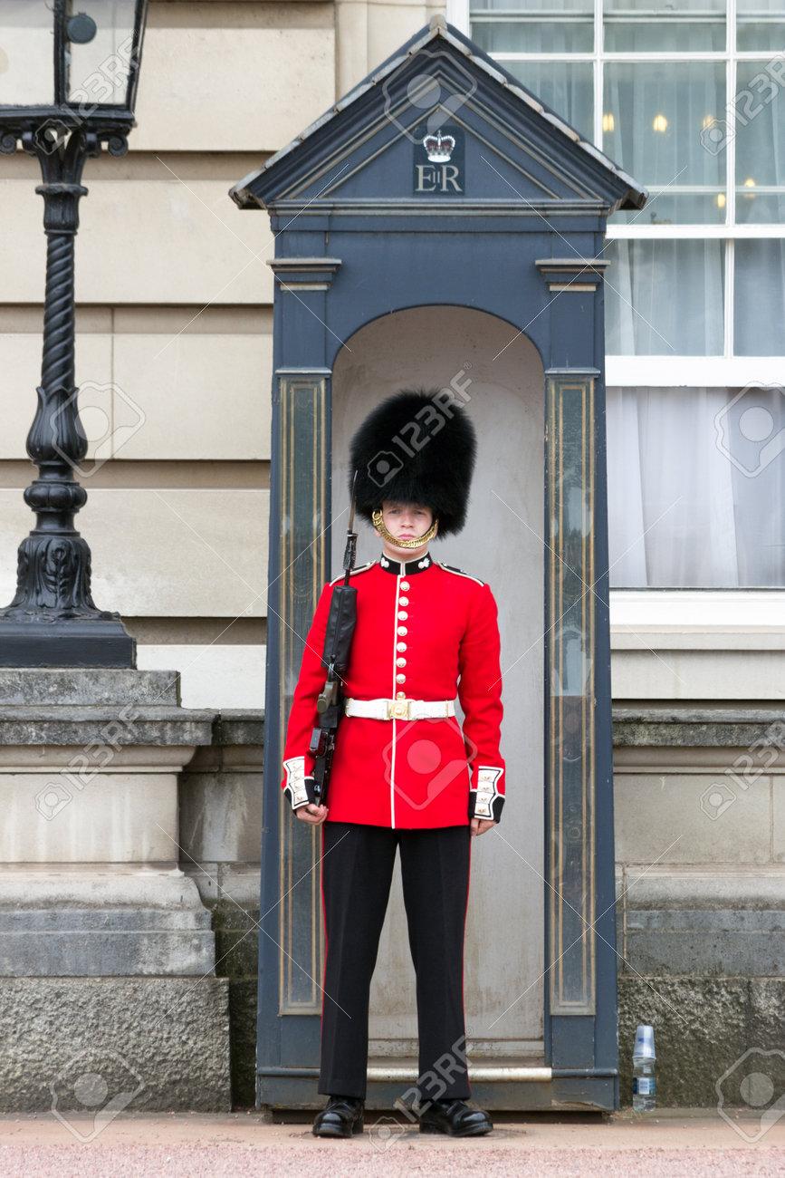 LONDON - JUL 1, 2015: Queen's Guard at Buckingham Palace. - 42240643