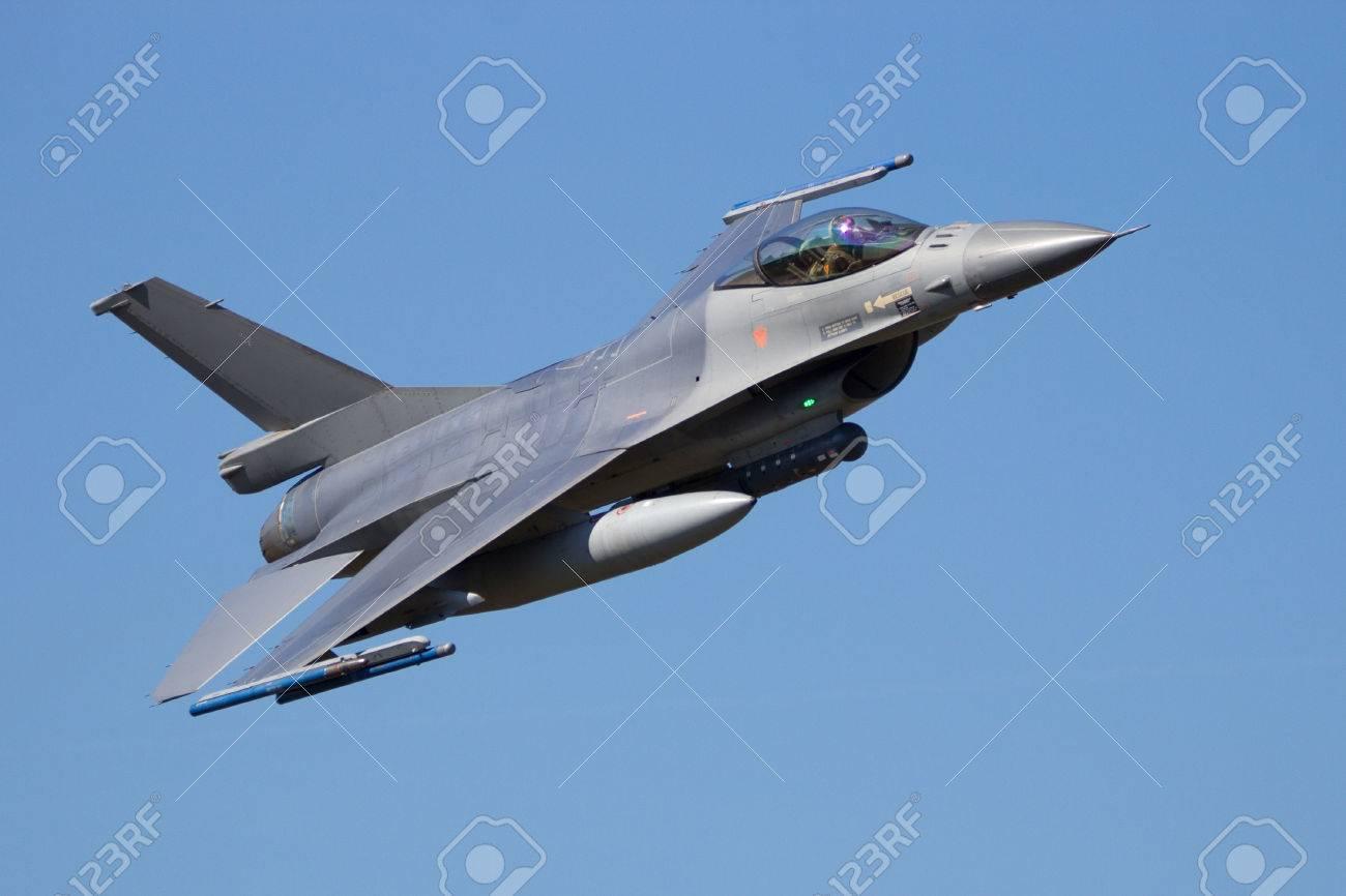 Fighter jet flyby - 65292222