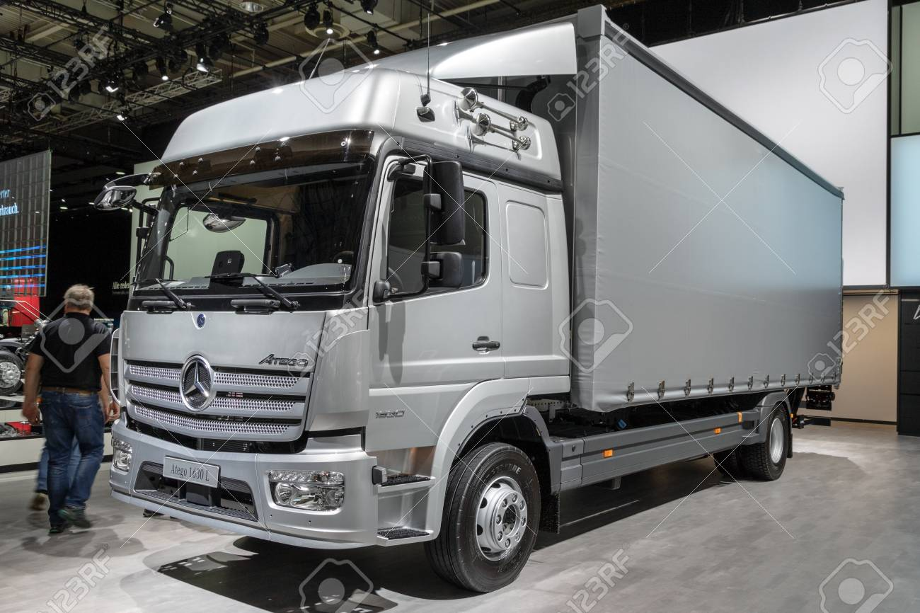 Masywnie HANNOVER, GERMANY - SEP 27, 2018: Mercedes Benz Atego 1630 L VG26