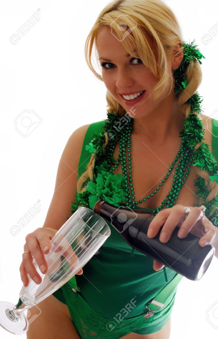 Beautiful Irish Lass Pouring a Pint of Ale Stock Photo - 9310388