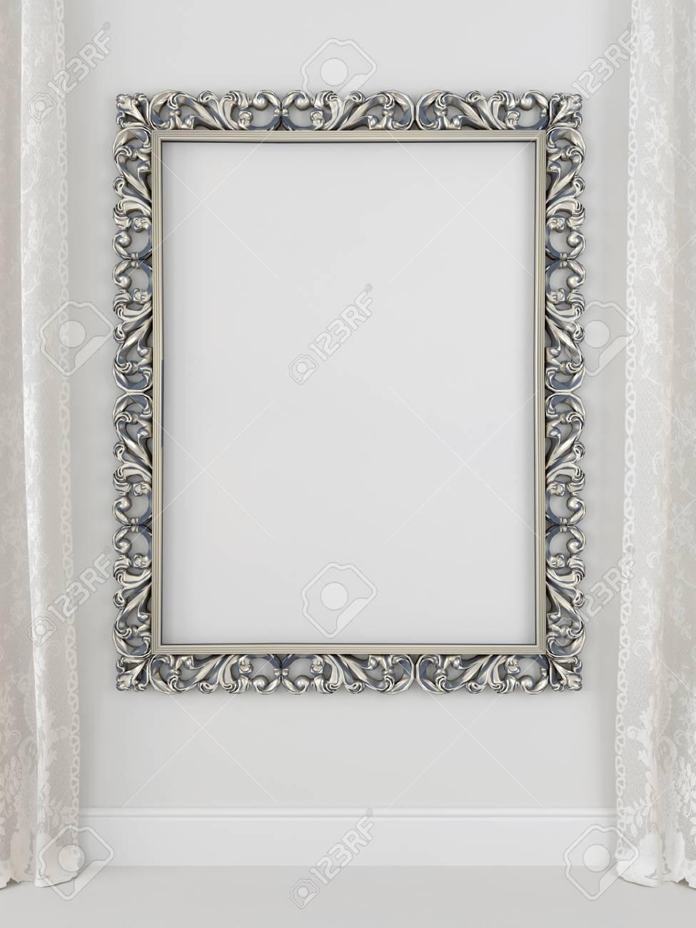 Cadre Dore Et Rideaux Contre Un Mur Blanc Banque D Images Et Photos