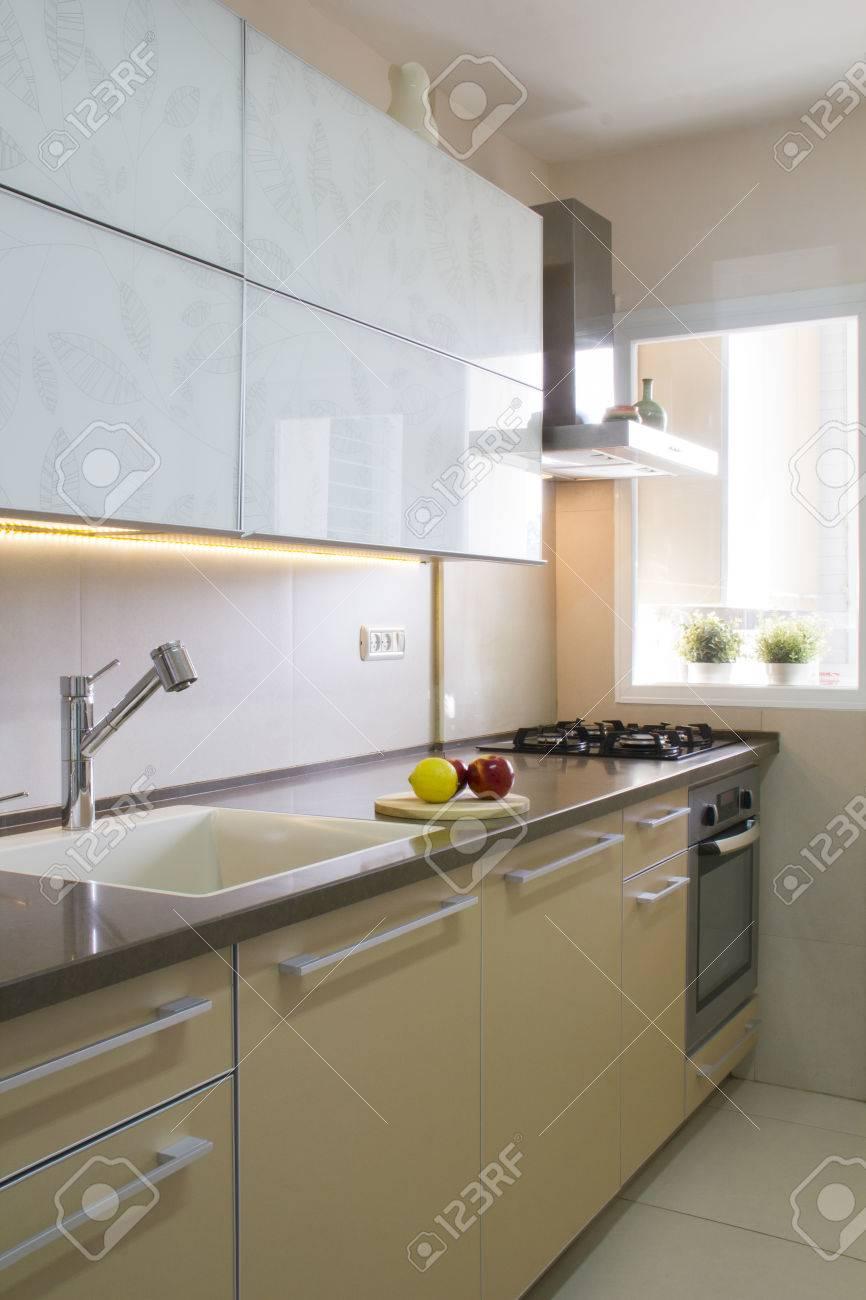 Beige Küche   Moderne Kuche Inter In Beige Und Creme Farben Lizenzfreie Fotos