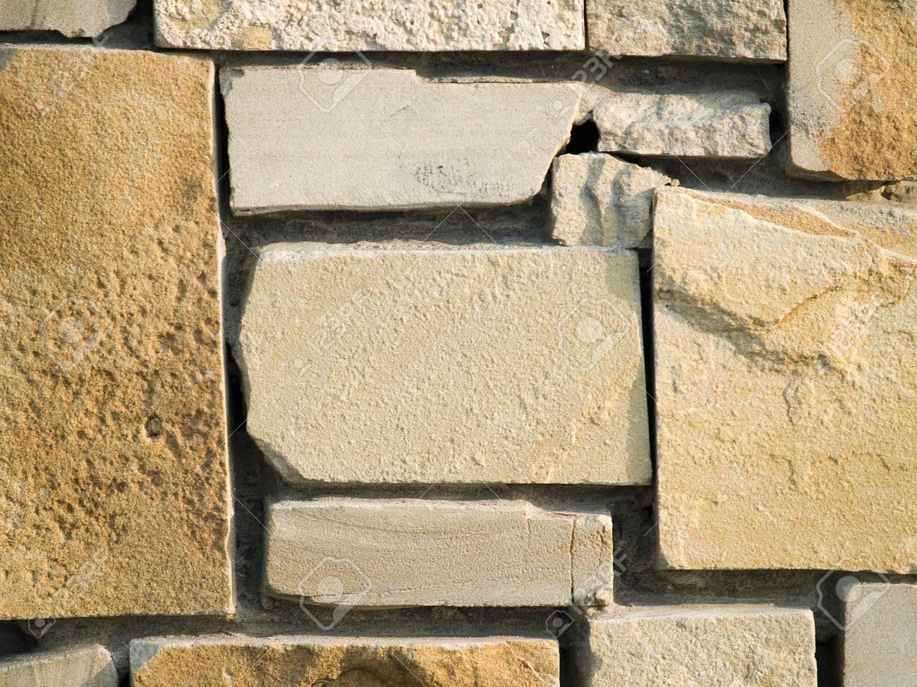 foto de archivo visin horizontal de capas paredes exteriores de piedra arenisca de fomento de fachada a cerca de una pared de ladrillo que se puede