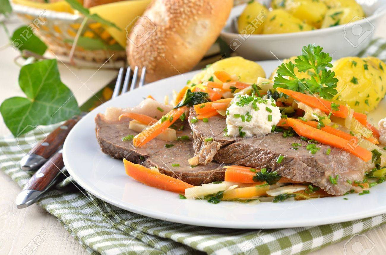 Prime boiled beef with root vegetables and butter potatoes (Viennese Tafelspitz) Stock Photo - 11589823