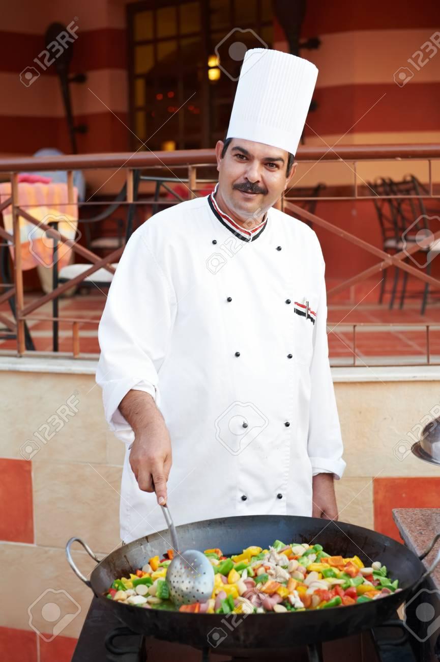 Arabische Koch Braten Von Fleisch über Gesamteuropäische ...   {Beruf koch kleidung 41}