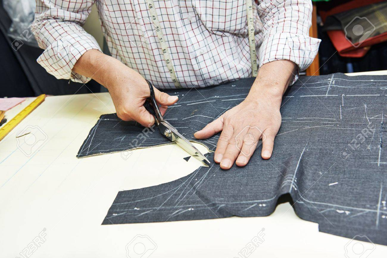 Tailor hands at works - 21027709