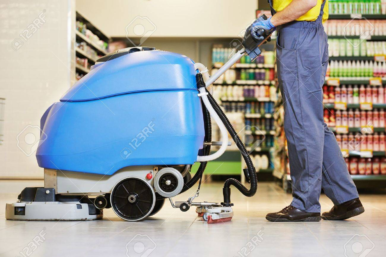 Entretien Machine A Laver entretien des planchers et des services de nettoyage avec machine à laver  dans le magasin de magasin de supermarché
