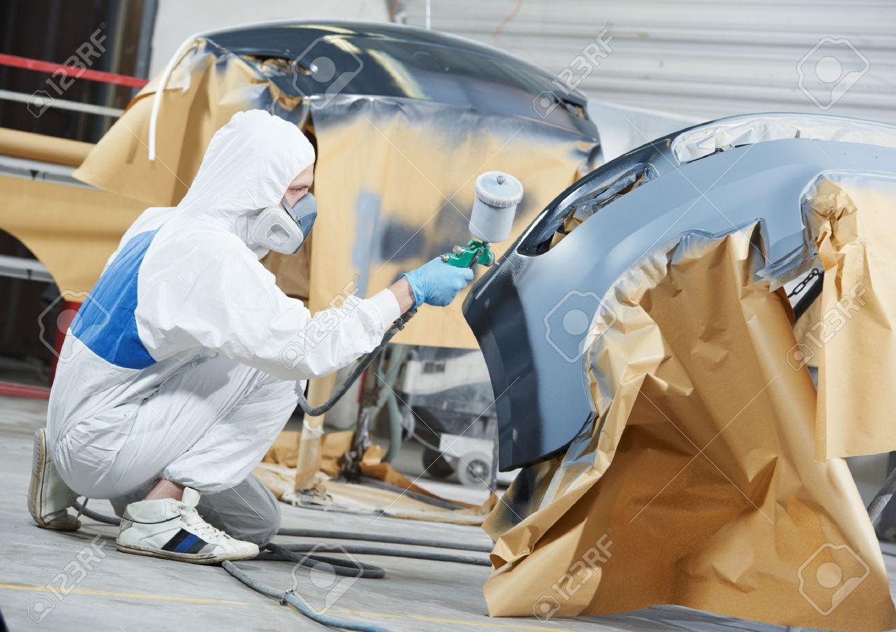 Ouvrier Mécanicien Automobile Peinture Voiture Pare Chocs à La
