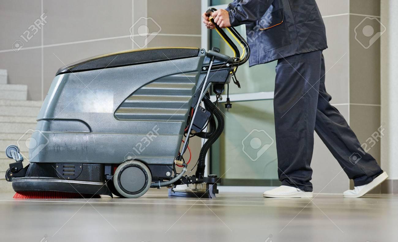 Services de soins de sol et de nettoyage avec machine à laver la boutique  de supermarché magasin