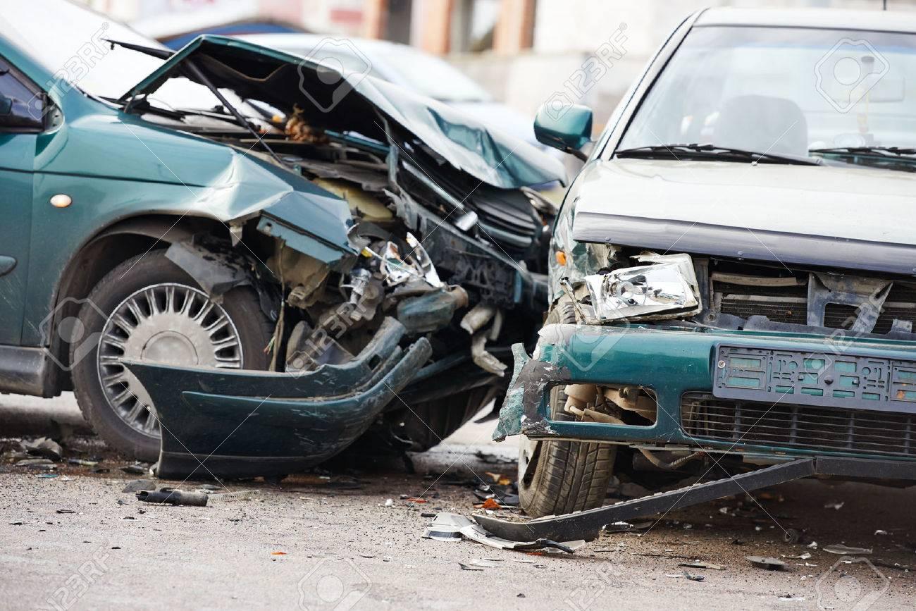 Autounfall Unfall Auf Der Straße, Beschädigte Autos Nach Der ...