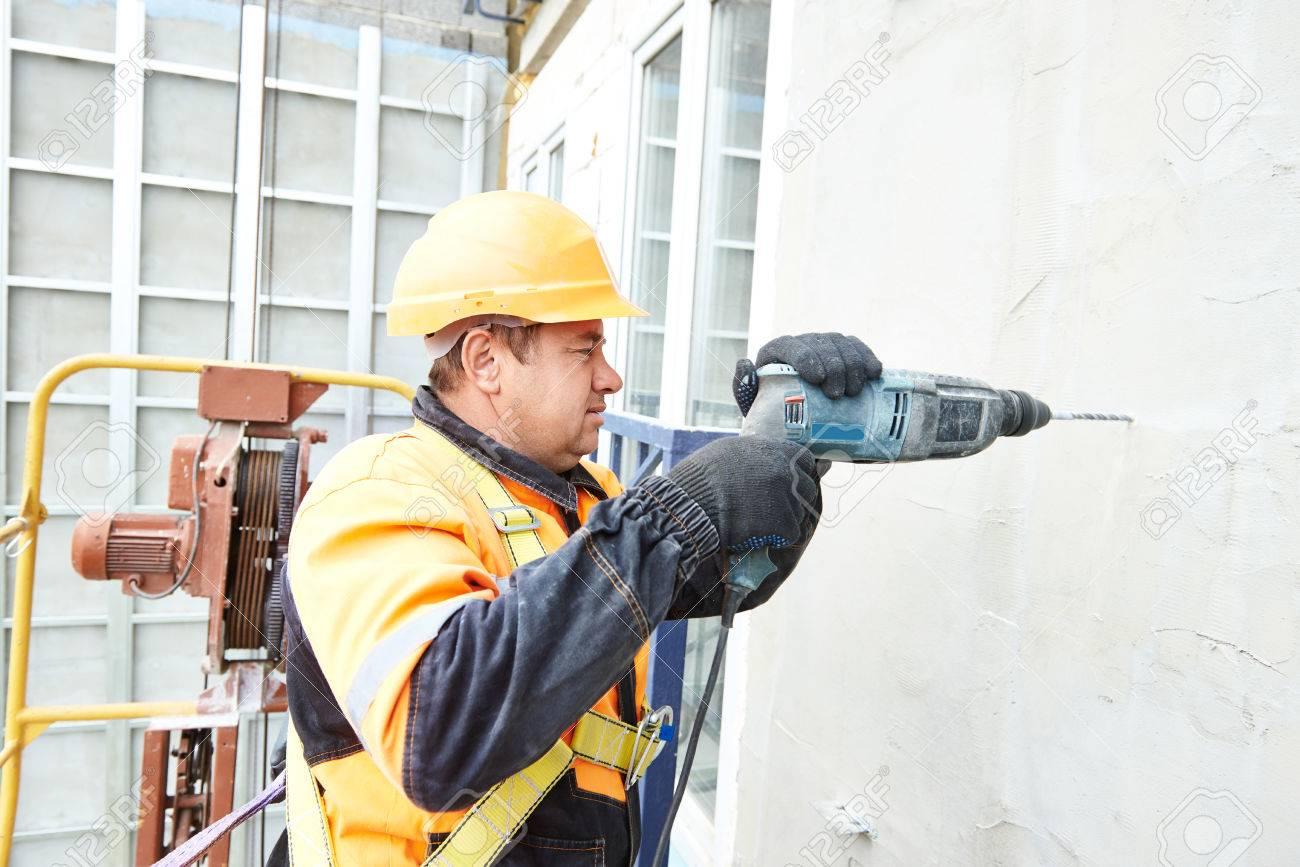 Constructor Del Trabajador Haciendo La Construcción Para Ventilación ...