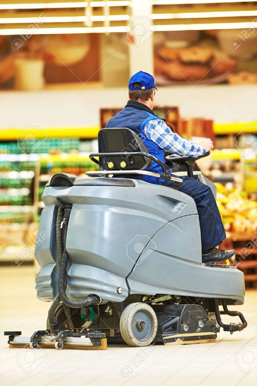 Services de soins et de nettoyage du sol avec machine à laver la boutique  de supermarché magasin