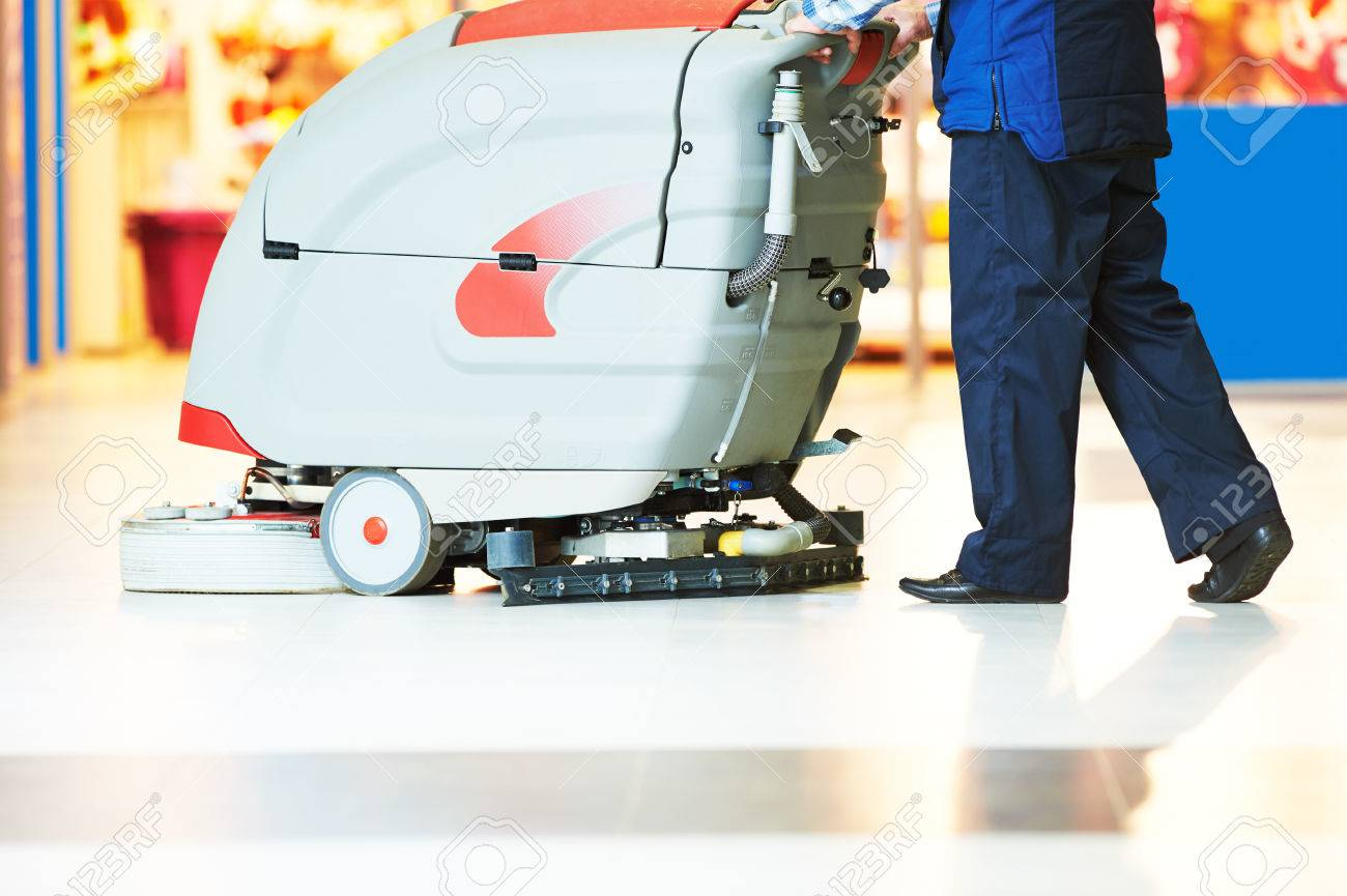 Entretien Machine A Laver entretien des sols et des services de nettoyage avec machine à laver dans  un magasin de supermarché