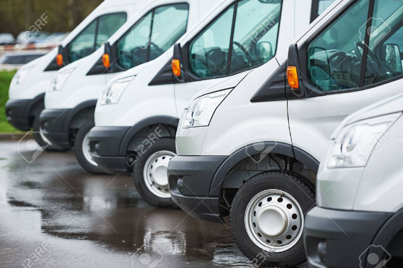 freight services. commercial delivery vans in row at transporting carrier shipping service company parking Standard-Bild - 56634061