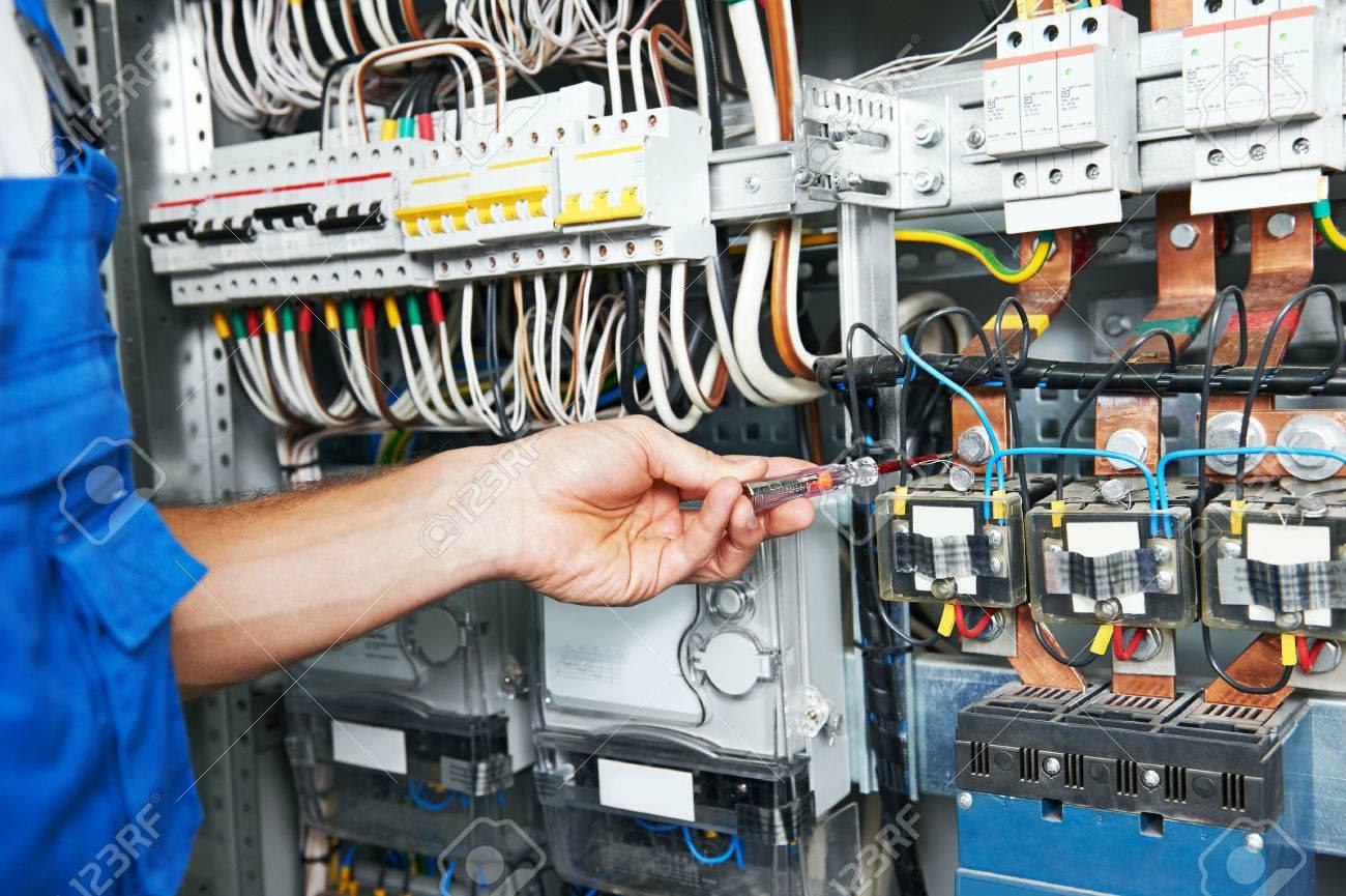 Schön Wie Man Elektrische Schaltkasten Installiert Zeitgenössisch ...