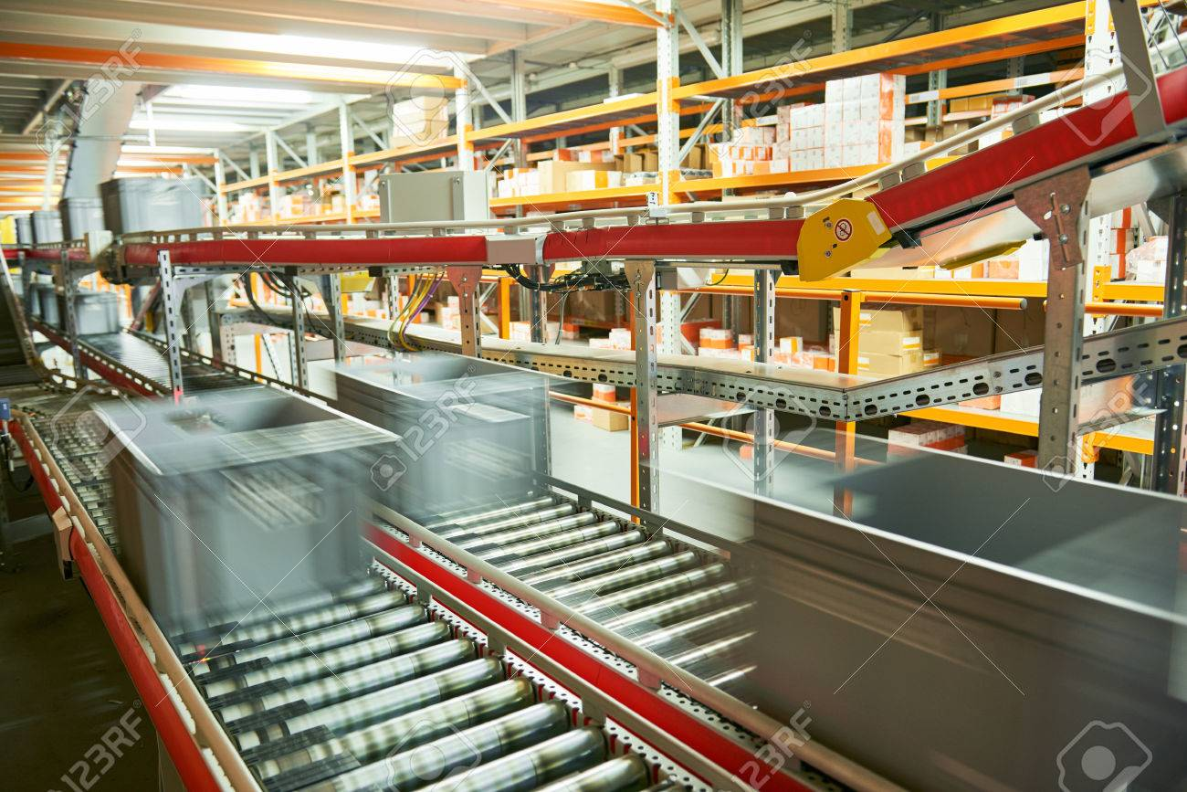 Automated warehouse. Boxes with spare parts moving on conveyer Standard-Bild - 75065885
