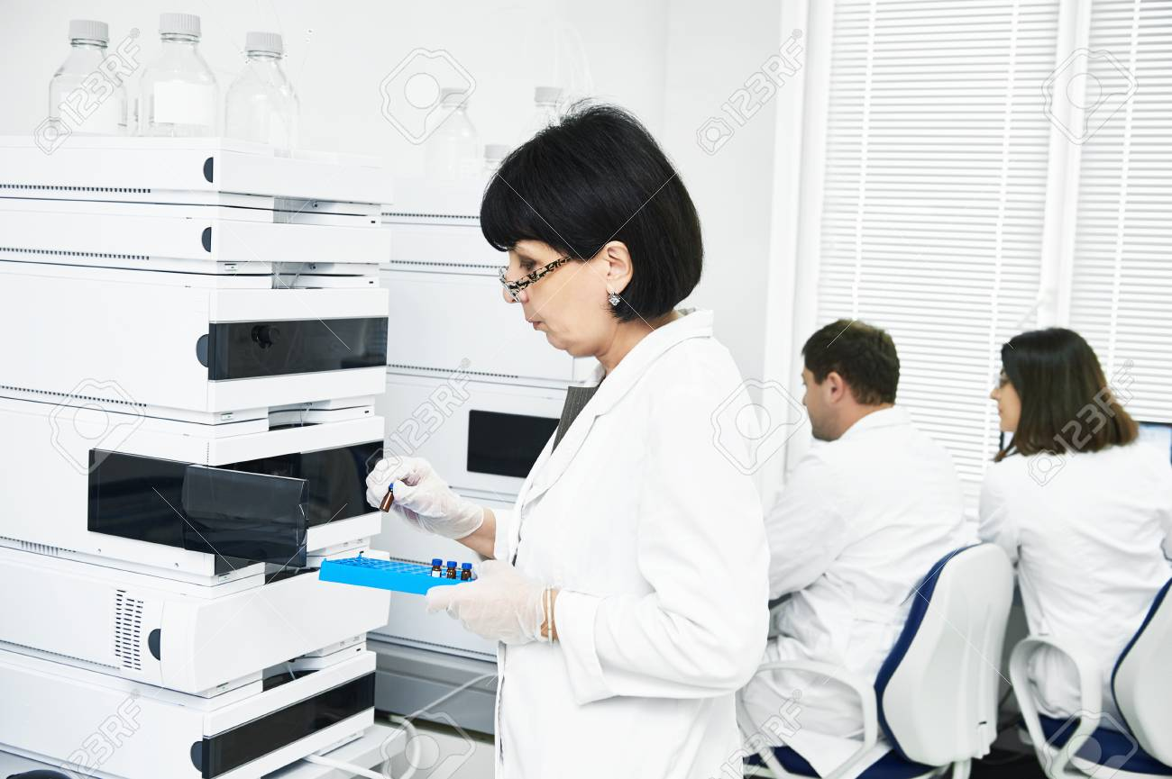 chromatography. Researcher putting flask in equipment - 88126734