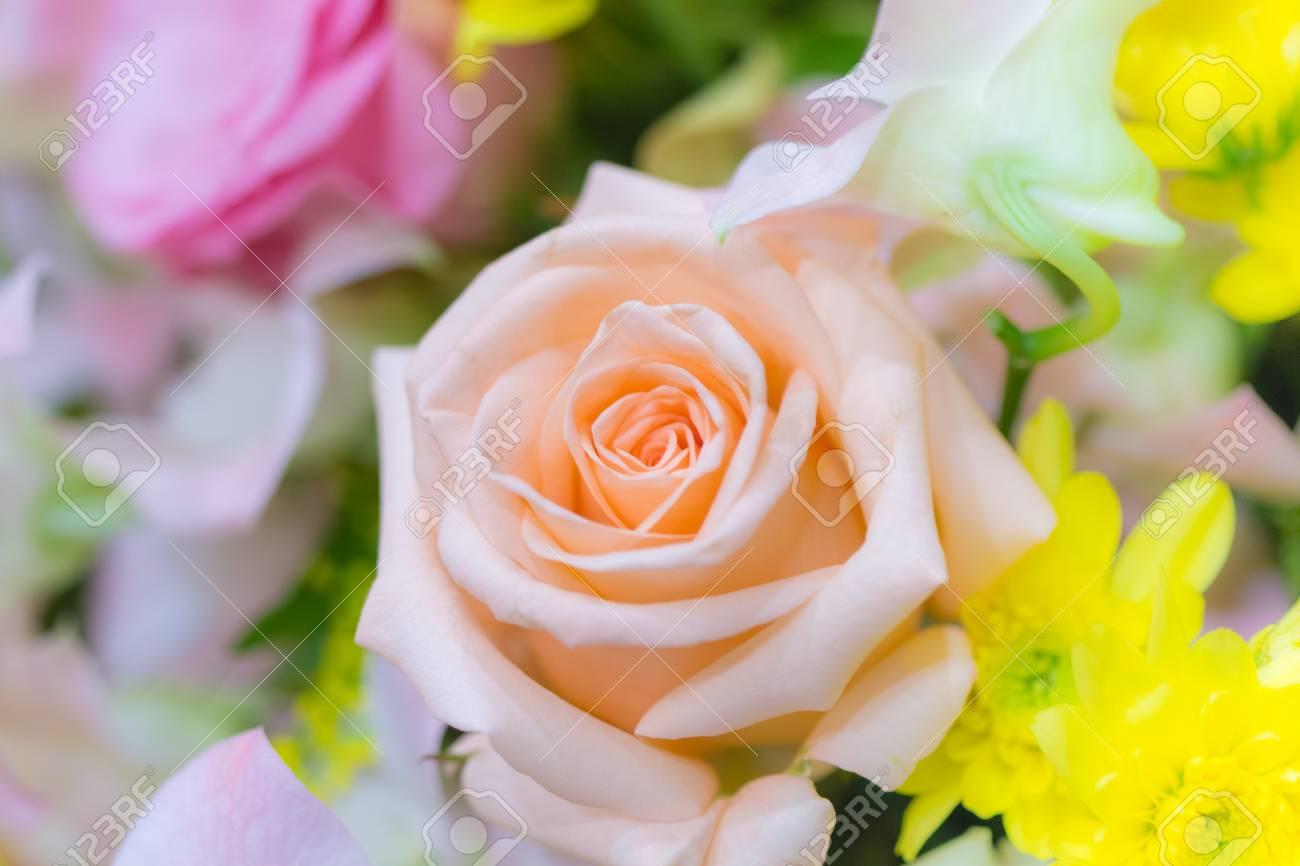 テキスト入力の壁紙として使用するバラのウェディング ブーケ の写真