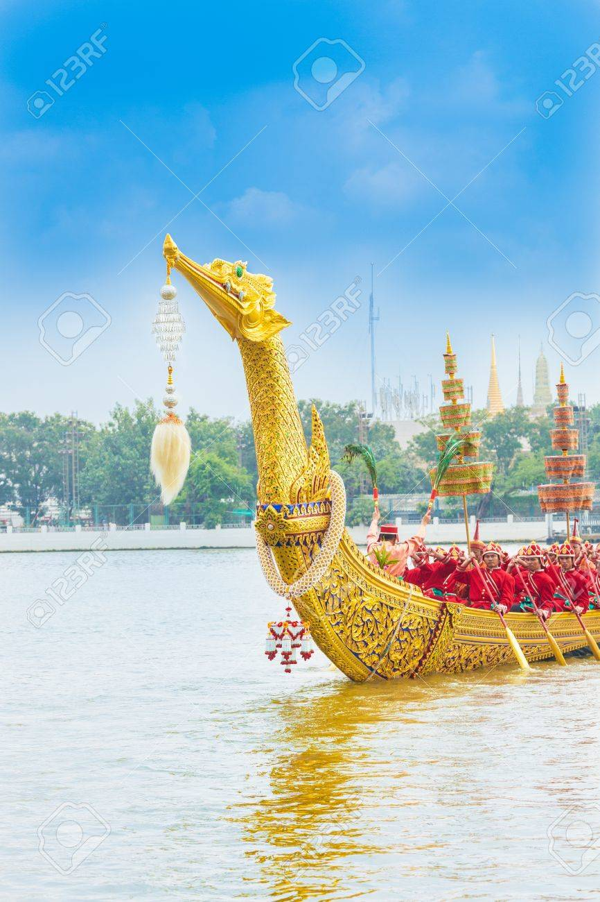 """BANGKOK,THAILAND-NOVEMBER 6:""""Suphannahongse""""was prepared for last dress rehearsal of the Royal Barge Procession for the Royal Kathin Ceremony at Chaopraya river on November 6,2012 in Bangkok,Thailand - 16558478"""