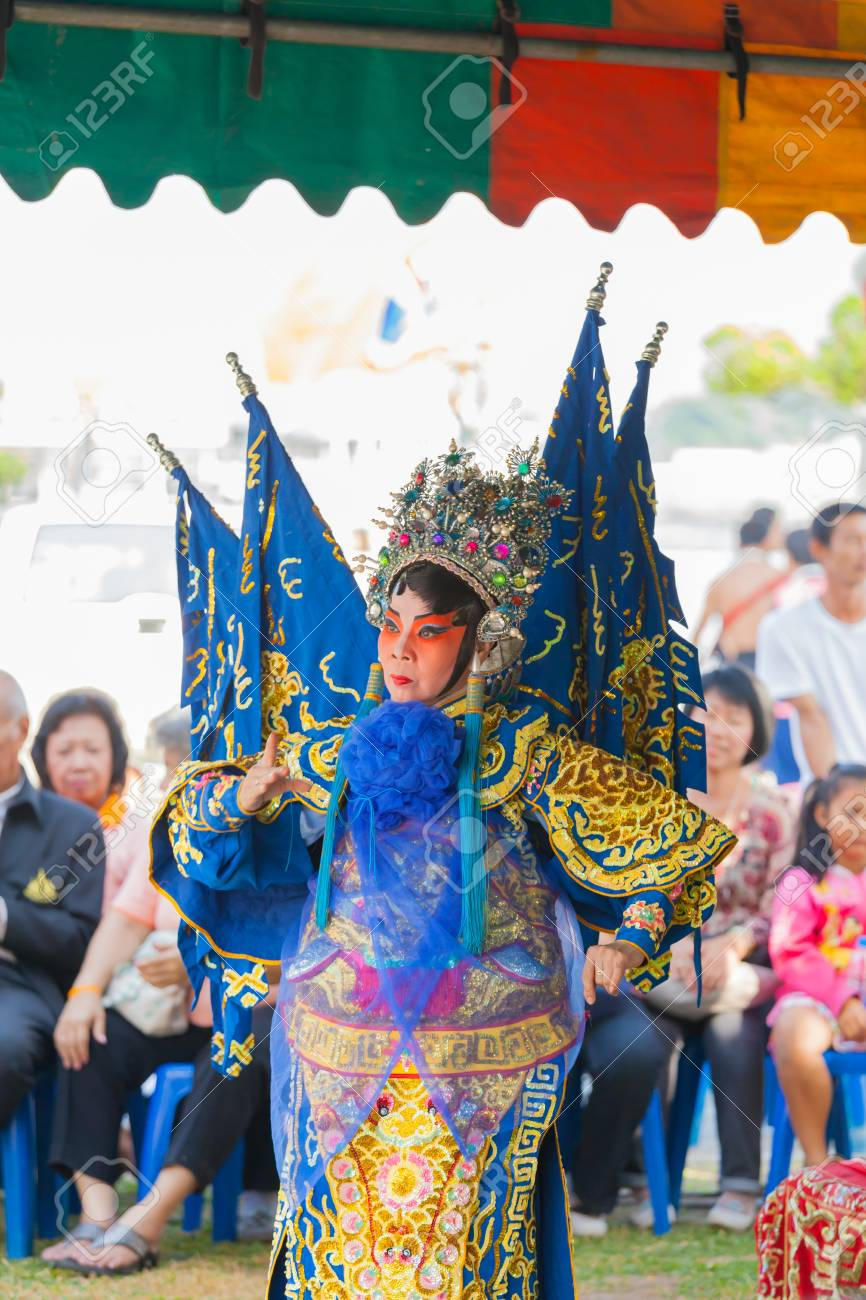 BANGKOK,THAILAND- NOVEMBER 28:The beautiful Chinese opera was show and celebrated on King Taksin day who liberating Siam at Wat Aroonratchawararam temple on December 28,2012 in Bangkok,Thailand Stock Photo - 17146938