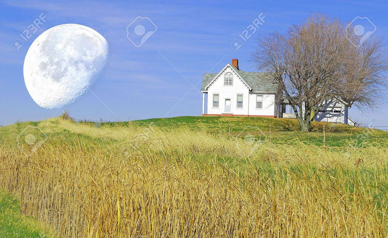 little house on the hill Stock Photo - 5893733