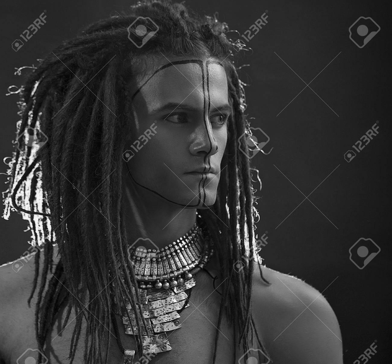 Portrait De Jeune Homme élégant Guy Sexy Beau Avec Dreadlocks Et