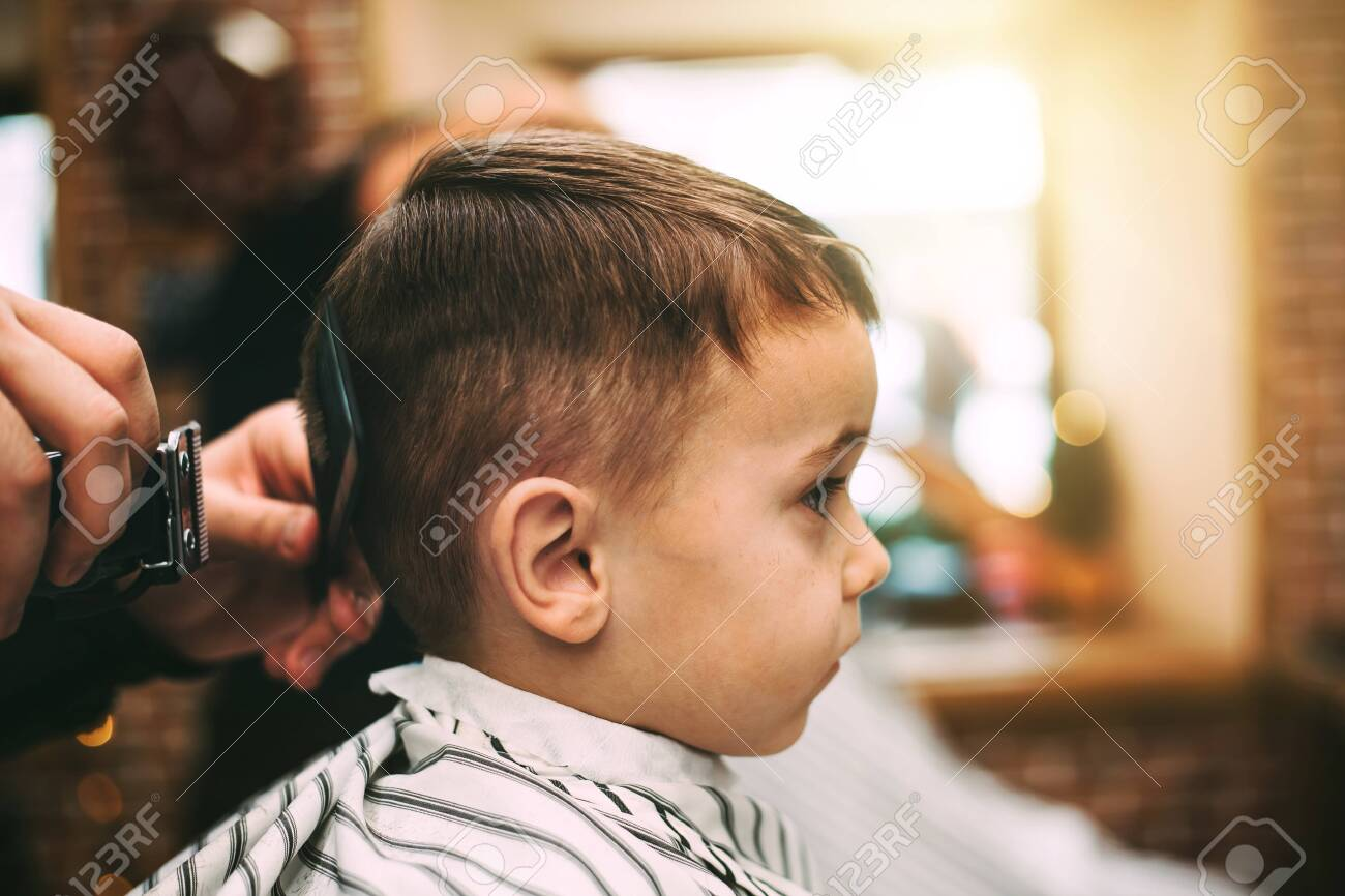the child is hairstyles in the hairdressing salon