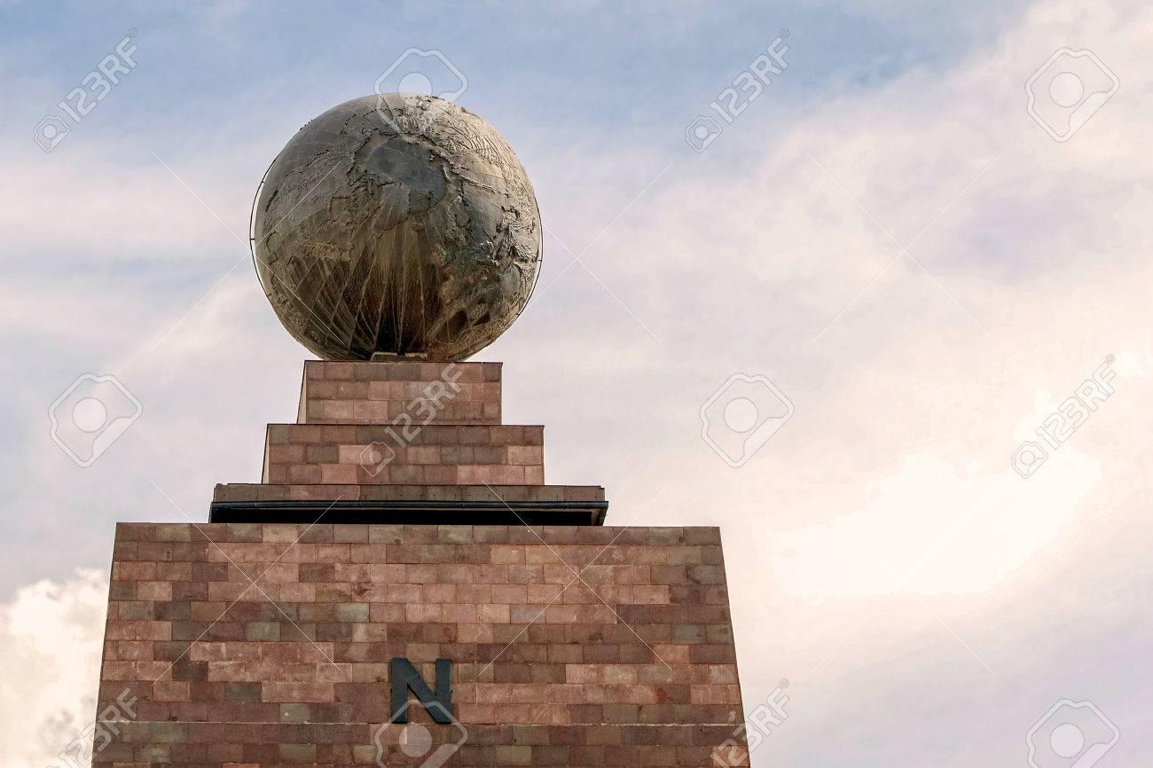 Mitte Der Welt Monument Mitad Del Mundo North Side Line Denkmal In