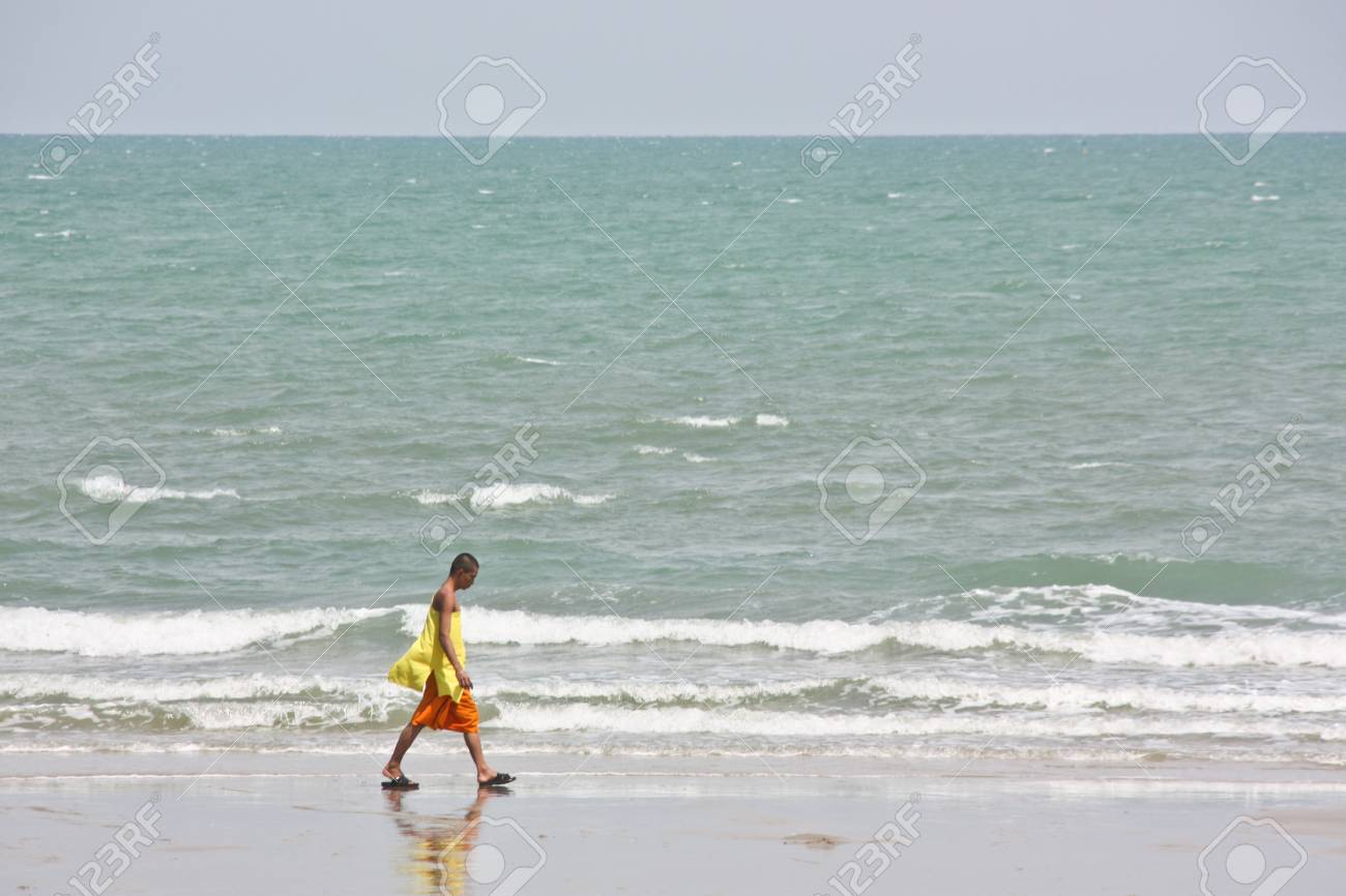 sea is beautiful  be tourist attraction is famous worldwide everywhere  everybody entirely like the sea water  sea beach  and the activity in the sea again a lot of Stock Photo - 13072224
