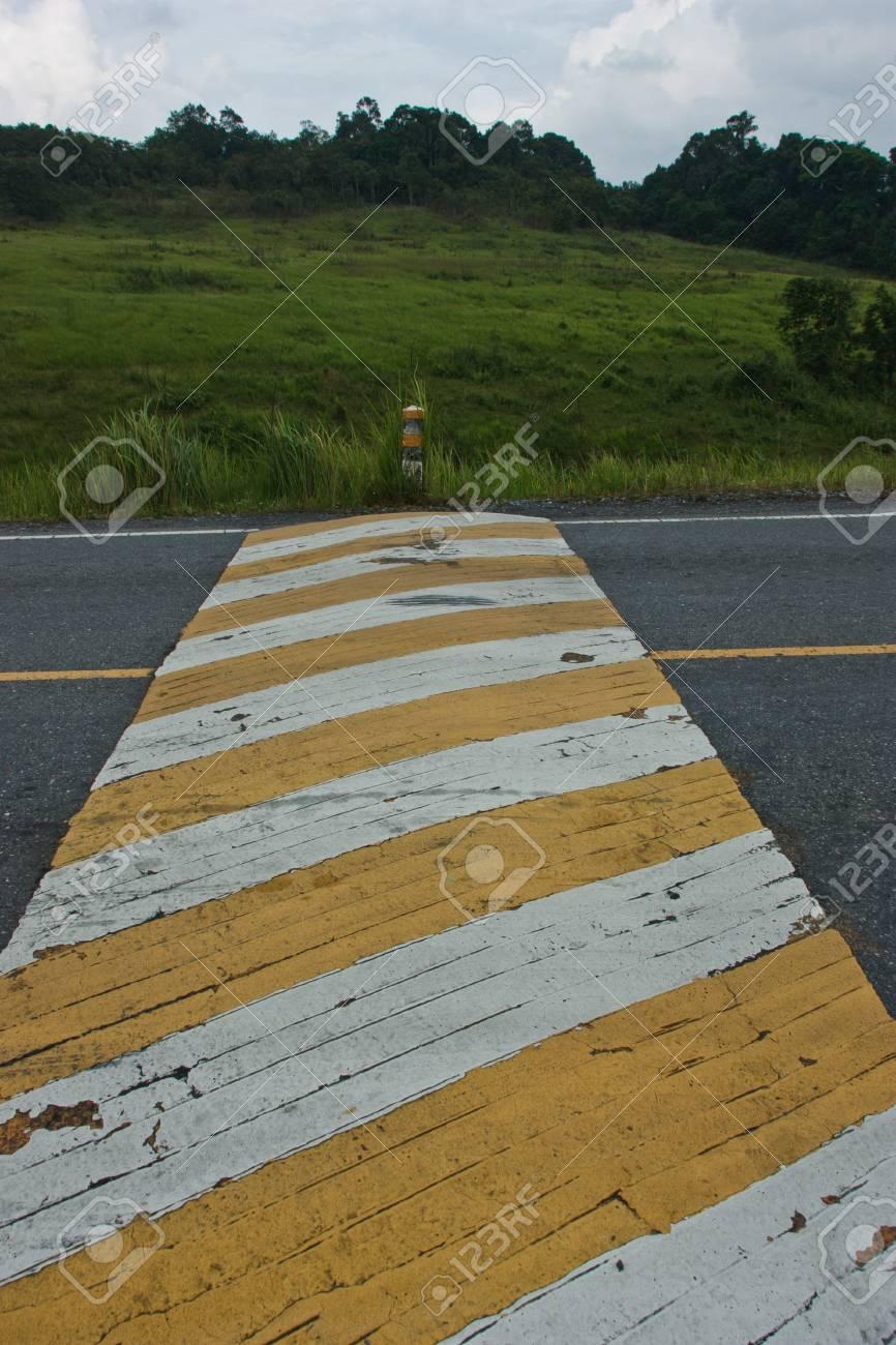 Banque d images - Route, la route qui offrent la commodité du véhicule qui  peut utiliser la vitesse ainsi, la conception de la route doit pas  standardisé ... e5f1acd3d83a