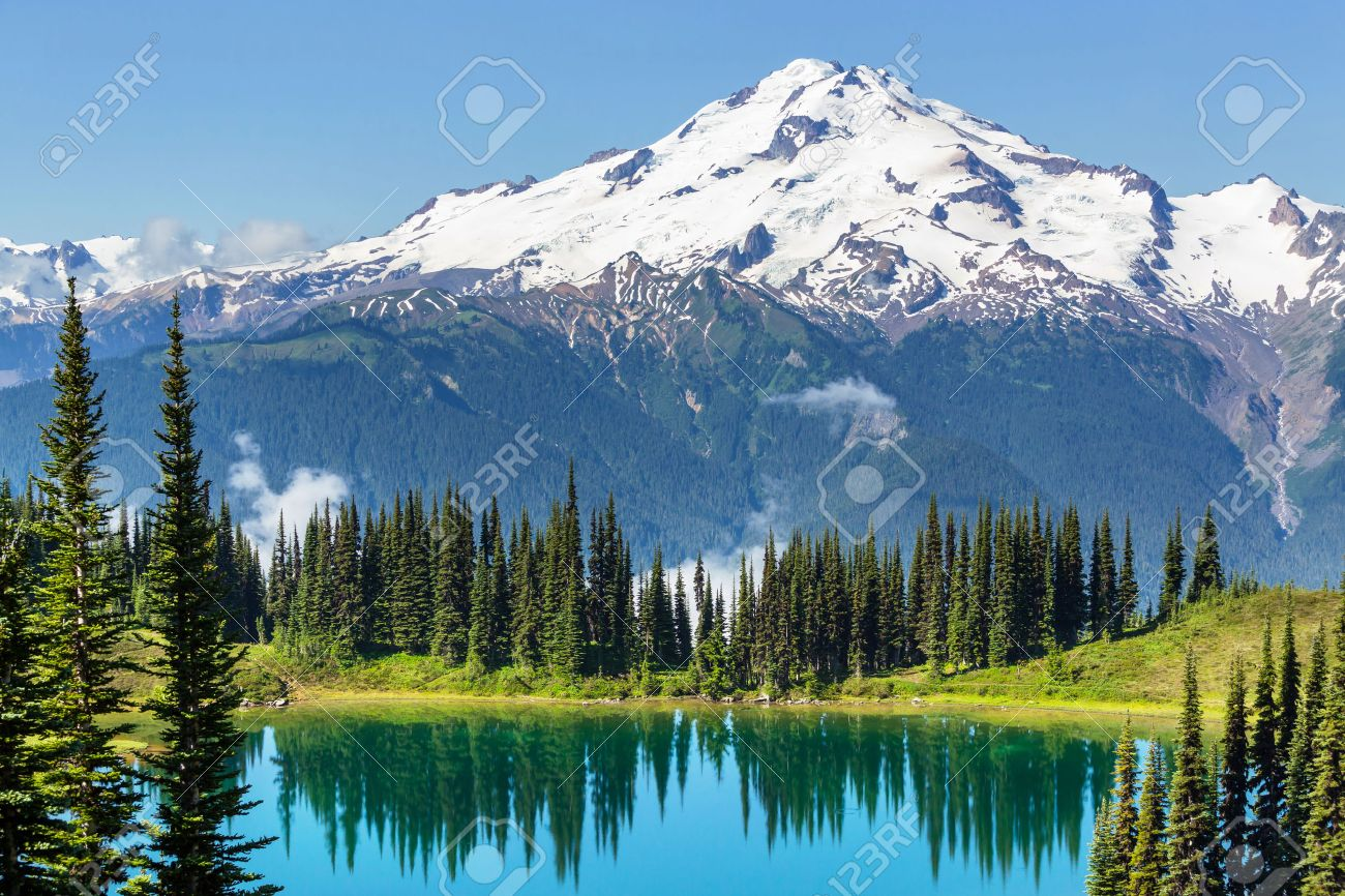 Image lake and Glacier Peak in Washington,USA Stock Photo - 43878740
