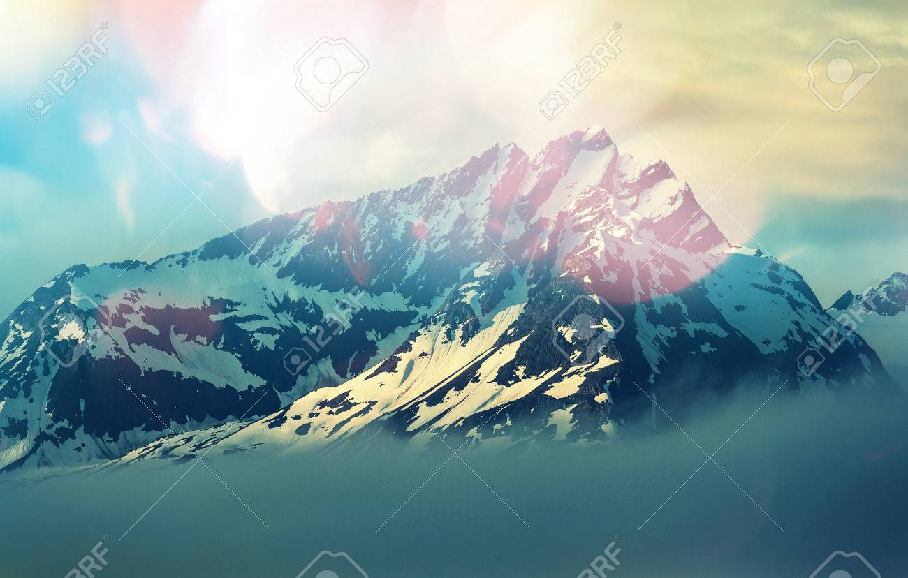Mountain peak Stock Photo - 43989486
