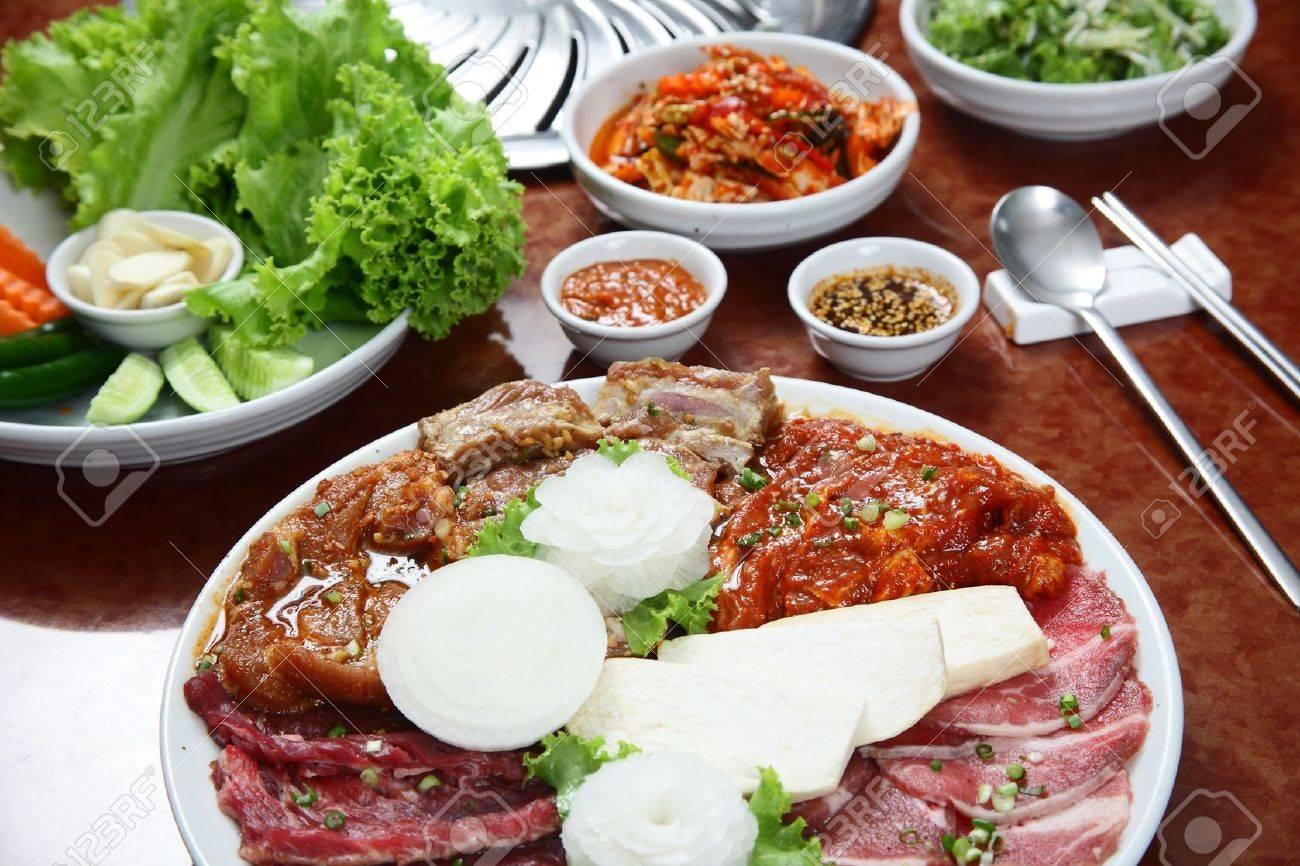 koreanische küche grill-set lizenzfreie fotos, bilder und stock