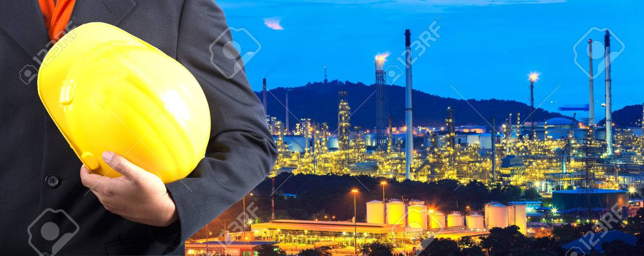construction engineer with oil plant - 22874094