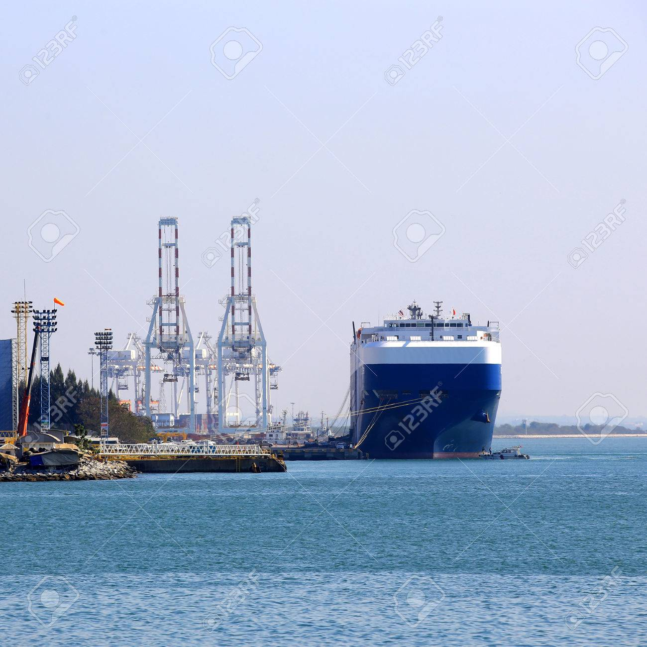 Cargo ship at the port - 25282635