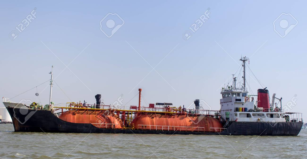 Gas tanker in the Chopraya river of Thailand. Stock Photo - 27089618