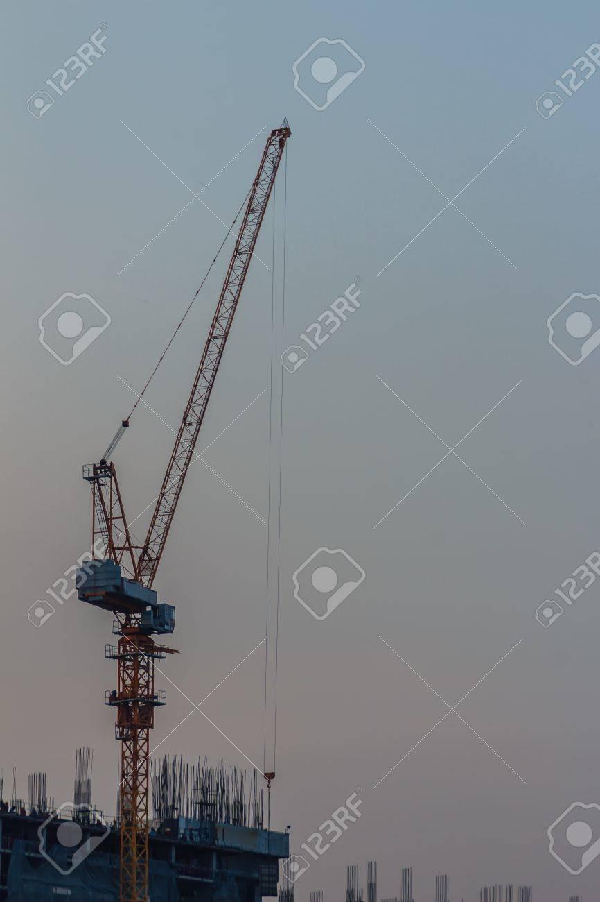 Luffing Grúa De Torre De Pluma En El Sitio De Construcción De ...