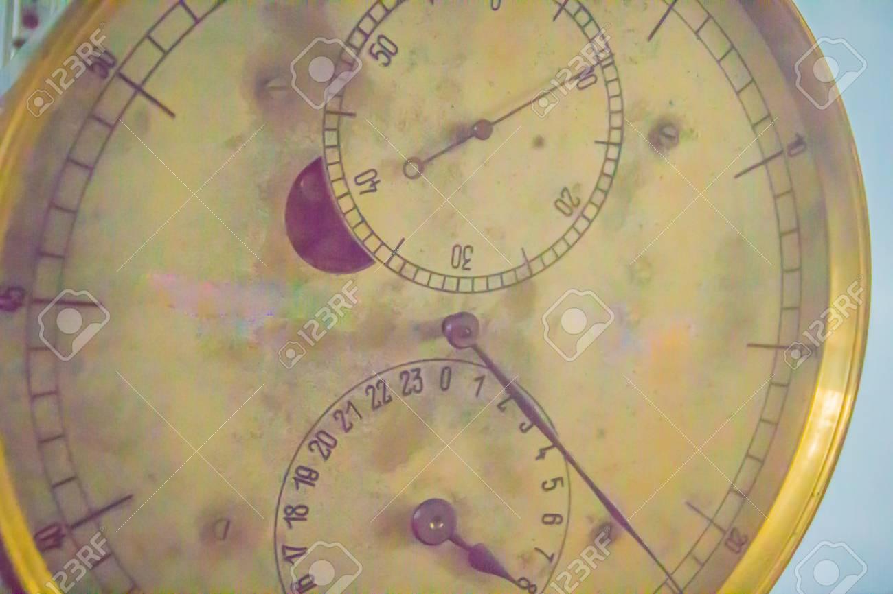 Antiguo cronómetro marino antiguo, un reloj que es lo suficientemente preciso y exacto para ser utilizado como un estándar de tiempo portátil