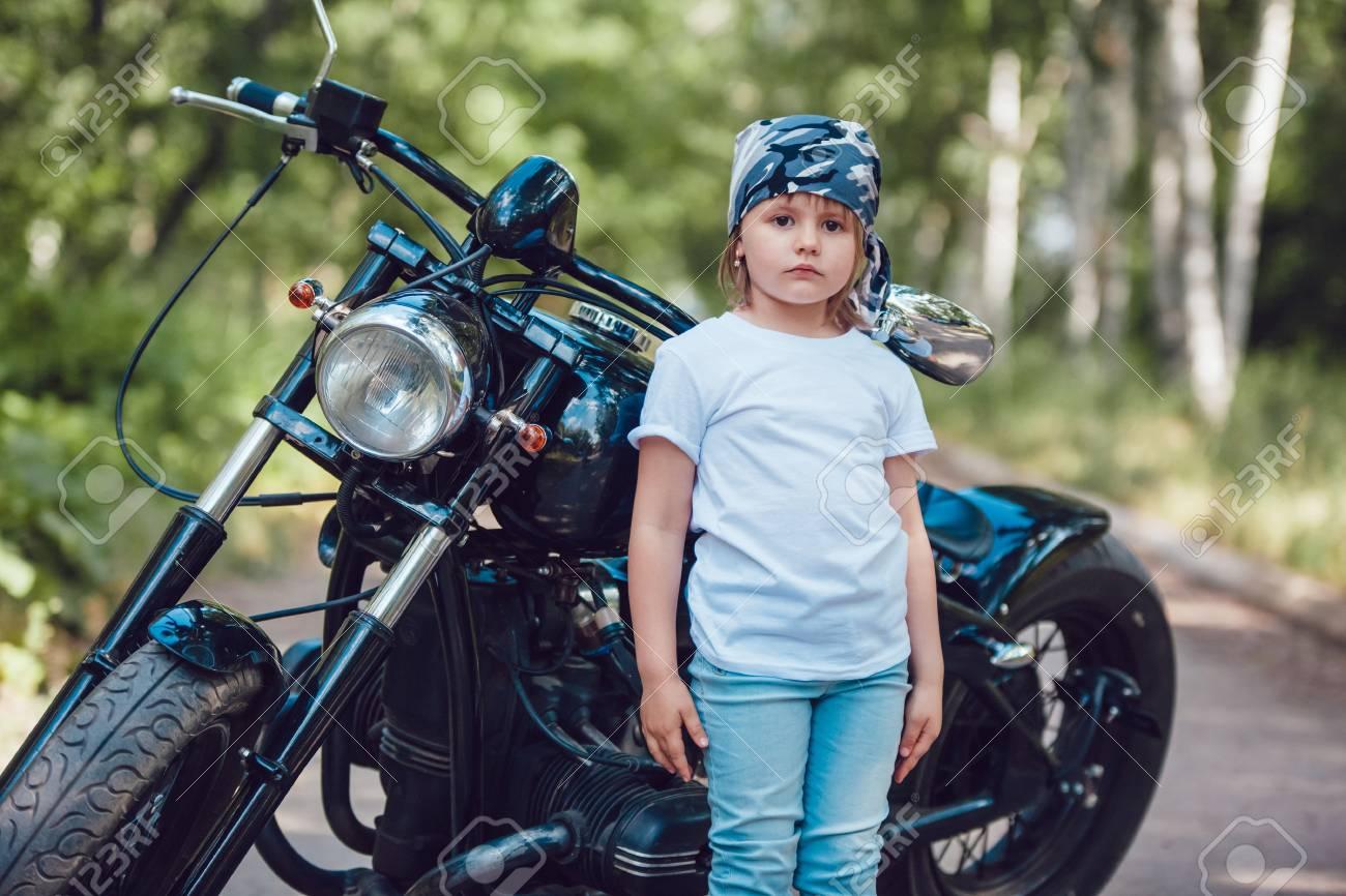 Fille sur une moto-T-Shirt