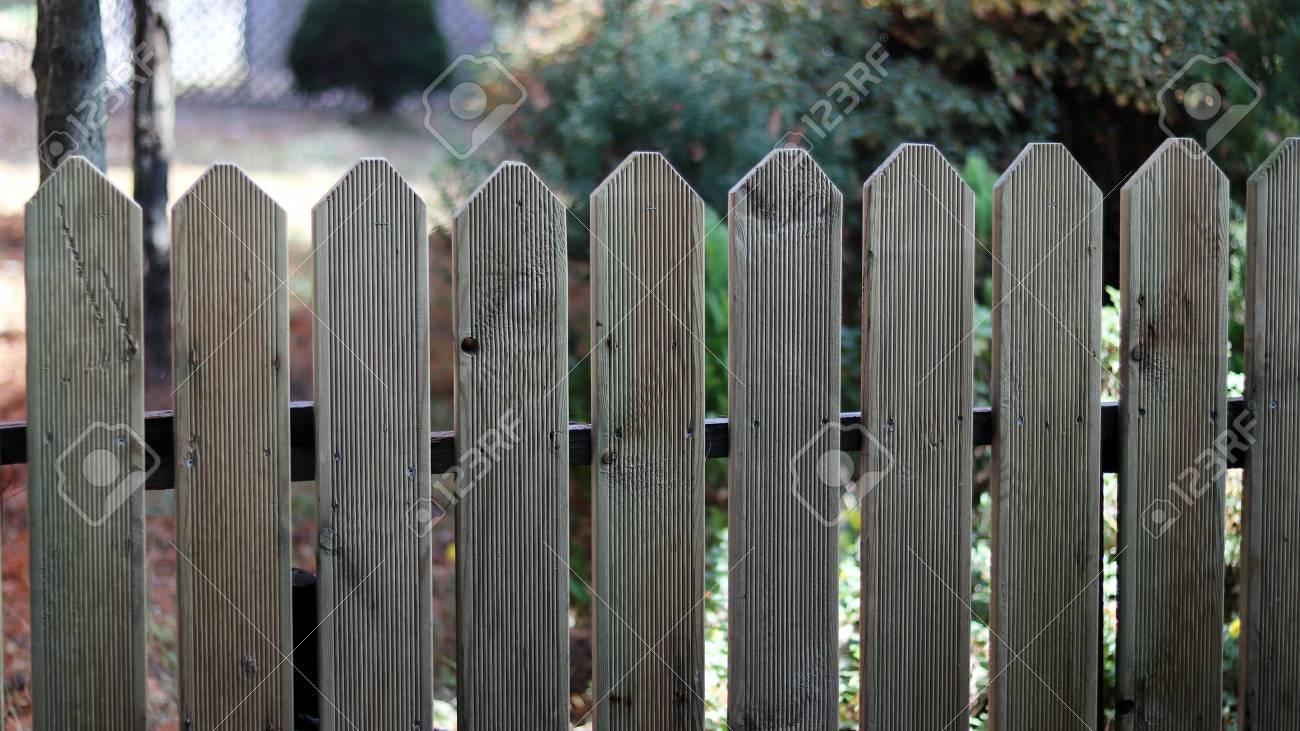 Der Zaun Aus Holz Gemacht Lizenzfreie Fotos Bilder Und Stock