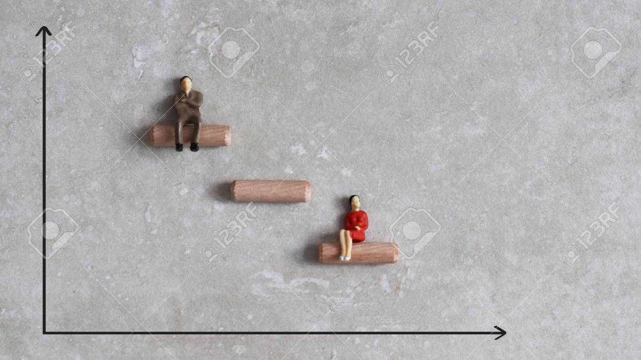 Gender discrimination concept. Miniature people and graph. - 96291815