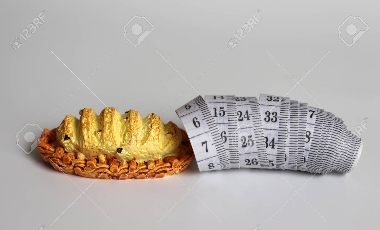 Miniature bread and white tape measure. - 121960767