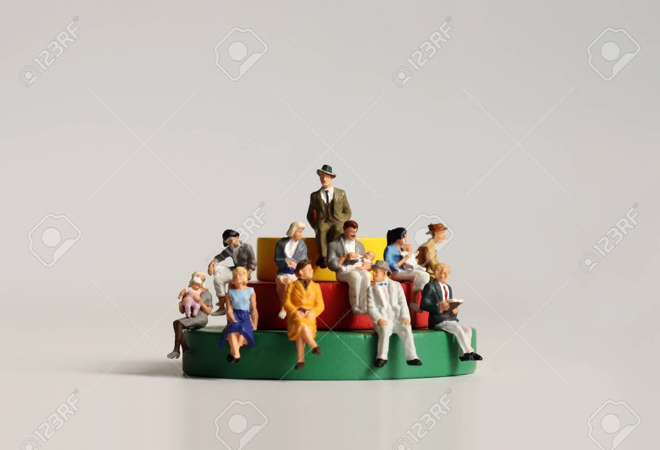 Miniature people sitting on wooden blocks. - 121993211