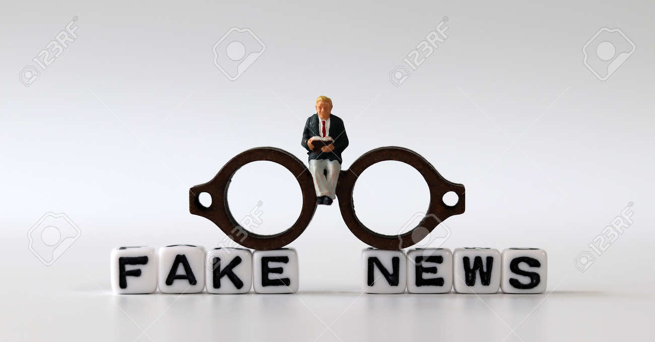 White dice and'FAKE NEWS' with News, solution and business concepts on white background. White cube and miniature people. - 169133303
